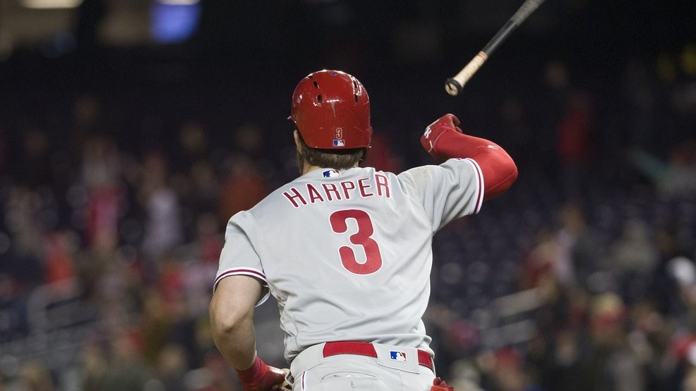 huge discount 074d1 2d522 T-R-A-I-T-O-R: Bryce Harper hears boos, hits HR, flips bat ...